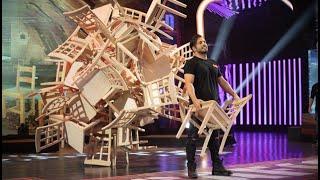 El espectáculo de David Bustamante para hacer una escultura con 40 sillas - El Desafío