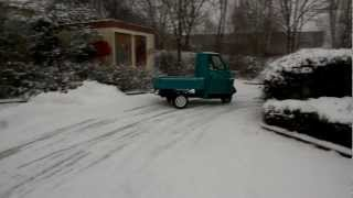 Piaggio Ape 50 drift on snow [HD]