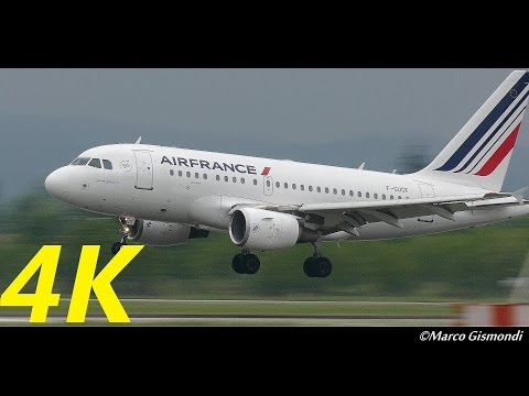 Airbus A318, the smallest, arrives at Bologna