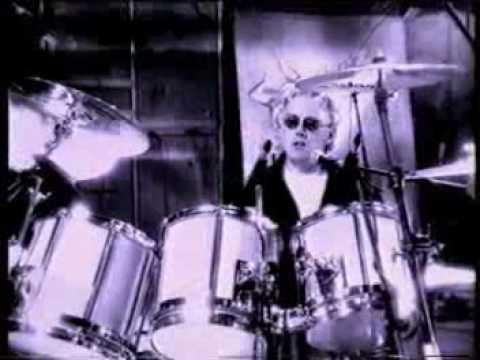 Queen - Tear It Up (Queen Rocks)