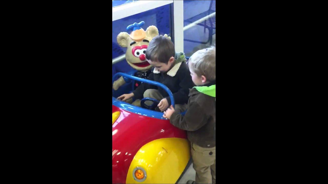 Car ride at toys r us aidan youtube for Bureau cars toys r us
