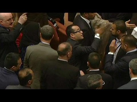 Iraq: Angry scenes from first parliament meeting