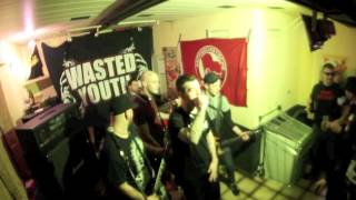 WASTED YOUTH - KEEP ON FIGHTING (True Rebel Records)