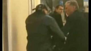Topolánek a jeho konflikt s novinářem - Czech PM punched paparazzi