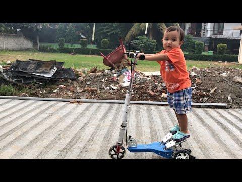 Little Kenzo main Skuter sambil Belajar Mengenal Benda di Sekitar Rumah | Belajar Anak Usia 2 tahun