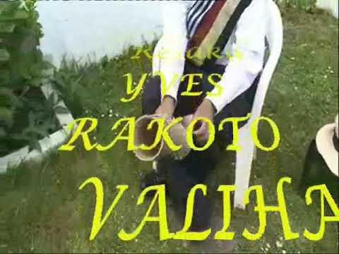 VALIHA  MADAGASCAR  YVES RAKOTO Mandany resaka