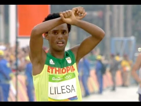 BBN Breaking News: Ethiopia's Feyisa Lilesa Makes Protest Gesture at Marathon Finish