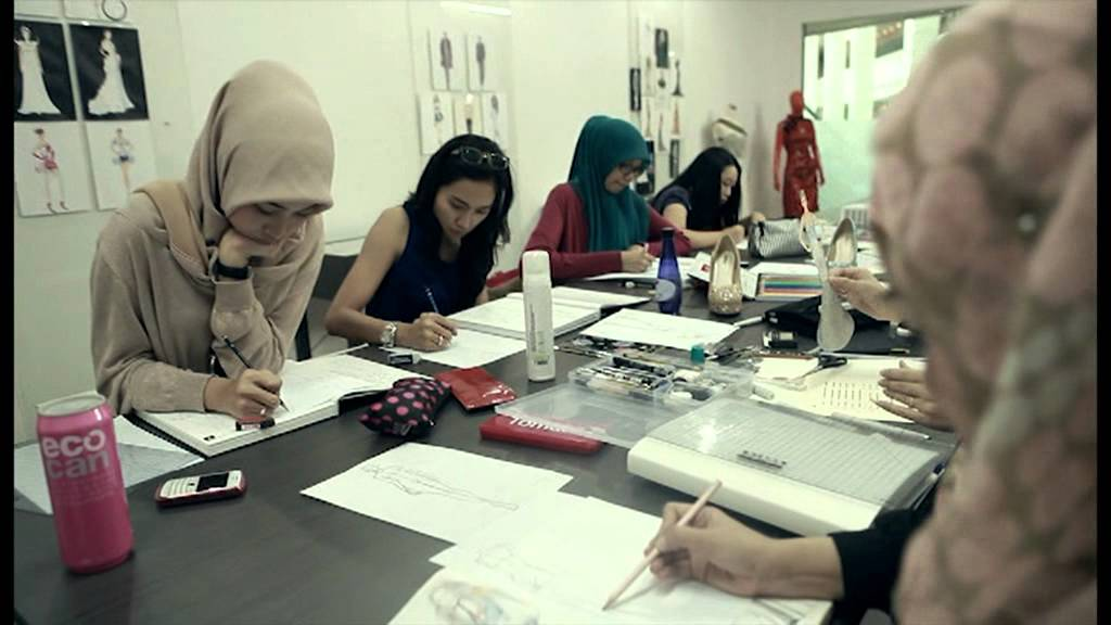 Istituto di moda burgo indonesia youtube for Istituti moda milano