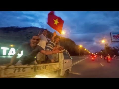 Vietnam Vs Qatar - Vietnamese Celebrate in Vung Tau with Red Flags on Scooters!!!