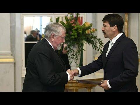 Kinevezte az új kormány tagjait Áder János