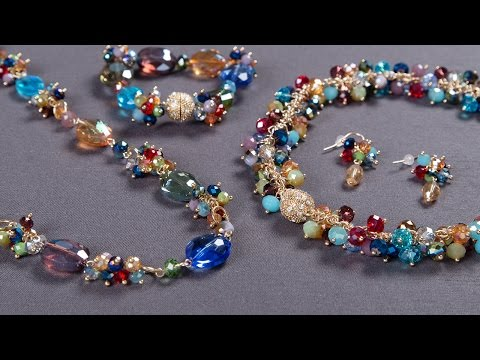 This jewelry set accessorizes for you.