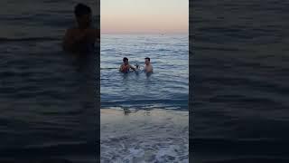 Antalya'da Ocak Ayında Denizde Nargile İçen Gençler  Yeni Akım Başlıyor :