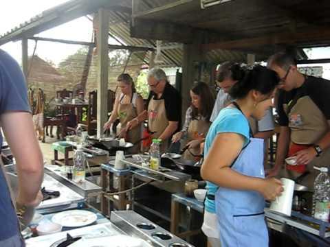 Thailande Chiang Mai Cours De Cuisine Thai Youtube
