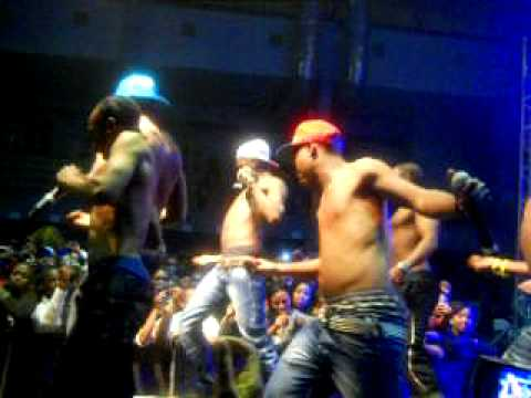 Soul T ft Dj Cleo and the teddy bears. impempe/shamba nga2 live @ cput.AVI