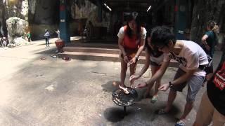 Ритуал с огнем, пещеры Бату, Куала-Лумпур, Малайзия