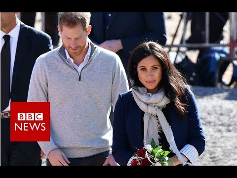 Harry and Meghan meet Moroccan schoolgirls - BBC News