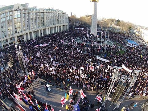 Сторонники Саакашвили показали правительству Грузии 'красную карточку'