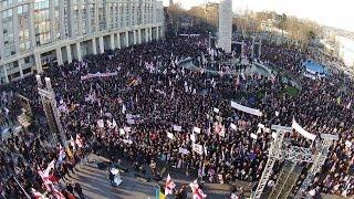 """Сторонники Саакашвили показали правительству Грузии """"красную карточку"""""""
