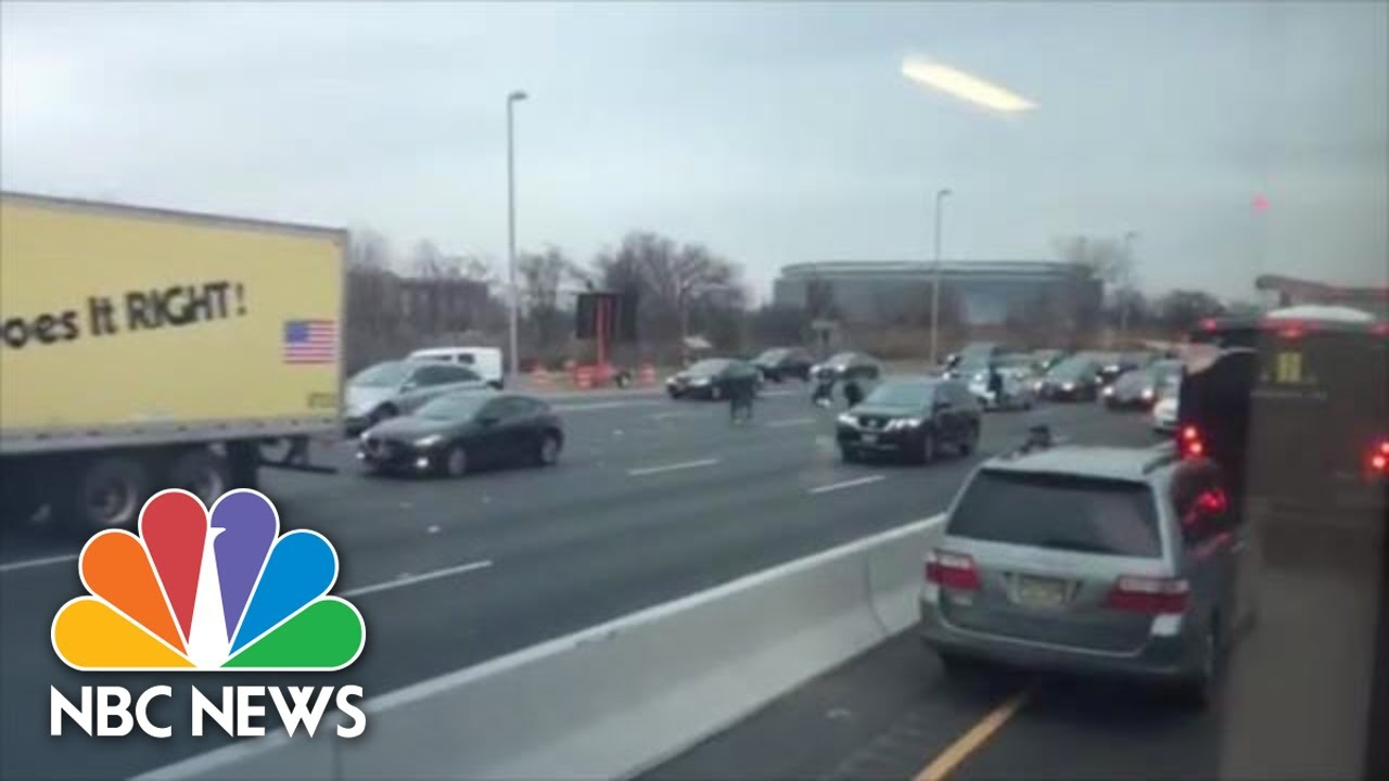 Watch Drivers Grab Money Off N J  Highway As Brink Truck Spills Cash On  Route 3 | NBC News