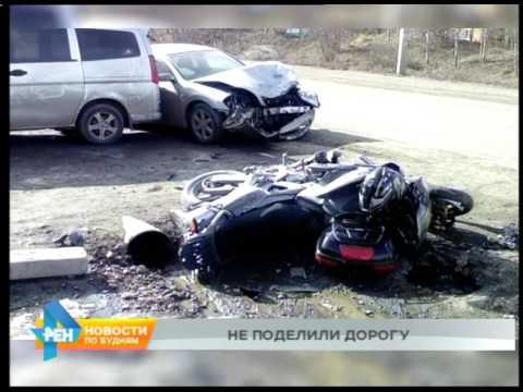 Мотоцикл врезался в грузовик в Усольском районе. Один человек погиб, два пострадали