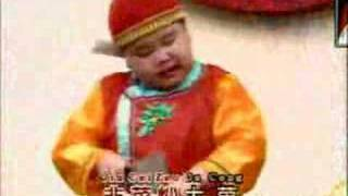 fat kid singing a chinese song 揚州小調 (Yangzhou)