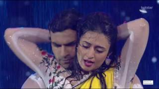 Divyanka Tripathi Navel treat in rain song,Hottest performance ever!