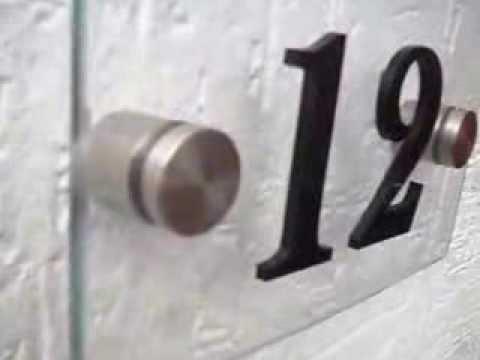 Casa moderna numeros residenciais em vidro temperado e for Casa moderna numero 1