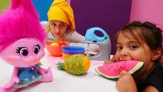 Kız oyunları. Poppy'ye yemek yapıyoruz! PlayDoh hamuru