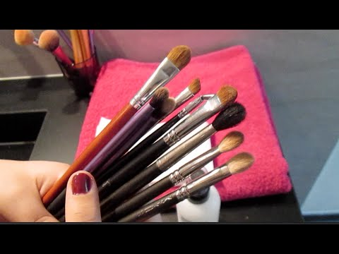 ASMR Cleaning my Makeup brushes