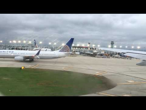 United 952 777-200ER FULL taxi take-off Chicago