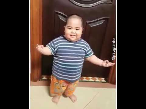 Funny Fat Chinese Kid Dancing