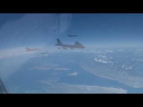 Download Američki B-52 u pratnji aviona HRZ-a preletio iznad Hrvatske