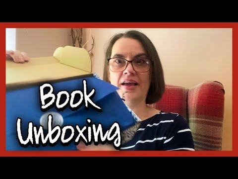Book Unboxing || My Chronicle Book Box || Ange with an E