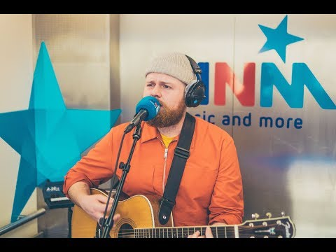 Liftconcert: Tom Walker - Leave A Light On (live)