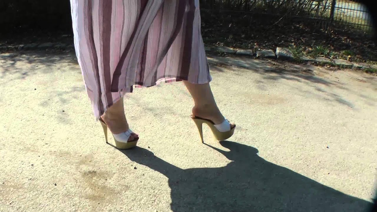 how to walk sexy in heels