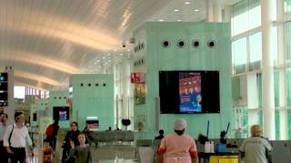 JCDecaux Spain: Logitravel Barcelona Airport Digital Screens thumbnail