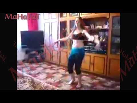 رقص مراهقة مصرية  جسمها دمار thumbnail