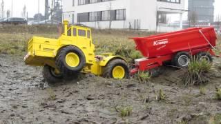 Кировец К 700 с прицепом в грязи