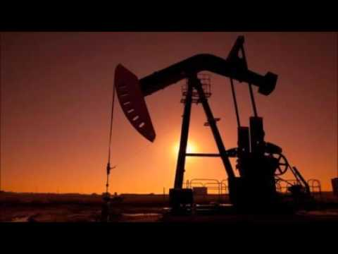 Oil price tumbles to below $33