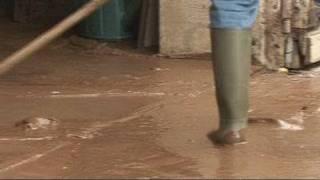 Une coulée de boue traverse un petit village du Beaujolais