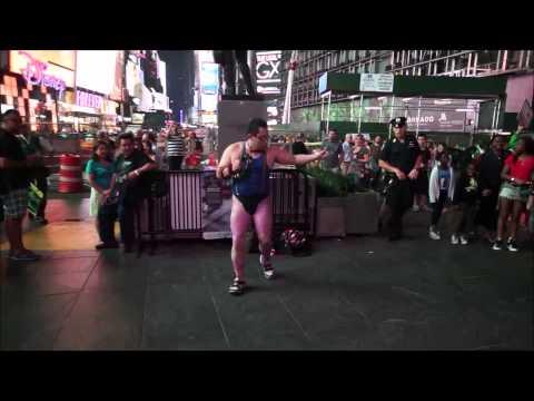 Japanese Comic Dancer -Tambourine master GONZO back to Times Square again! ゴンゾータイムズスクエアに再び参上!