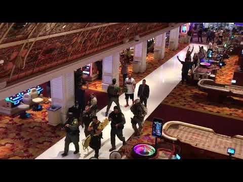 SWAT team enters Tropicana after Las Vegas Strip shooting