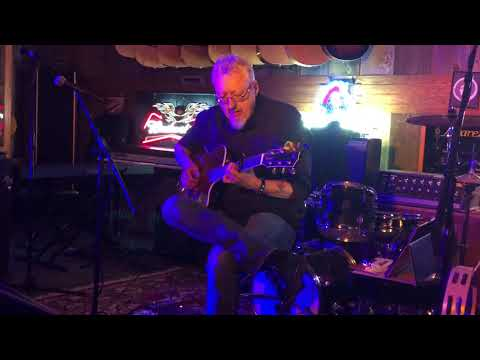 Bob Pace at Crazy Horse Guitars in Des Moines, Iowa on Sat., Dec. 23, 2017