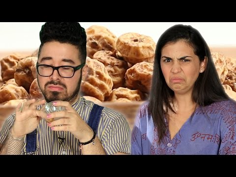"People Try ""Superfoods"" For The First Time"