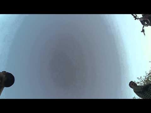 Видео: Кровь из ушей