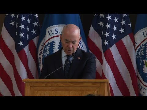 DHS chief warns Cubans against migrating by sea