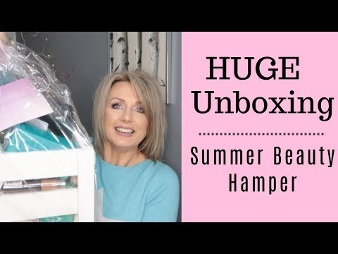 HUGE UNBOXING  - Beauty Hamper from SNS