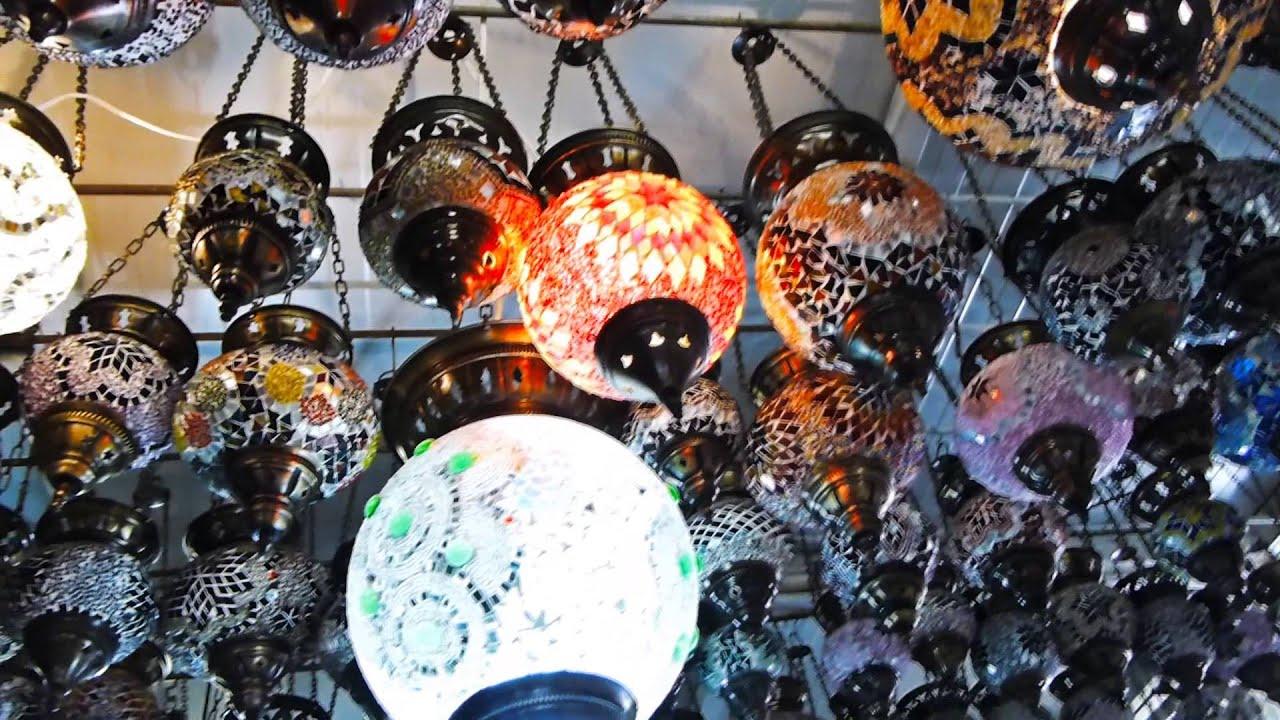 lamparas colgantes de vidrios coloridos naranja efectos gente y comercio