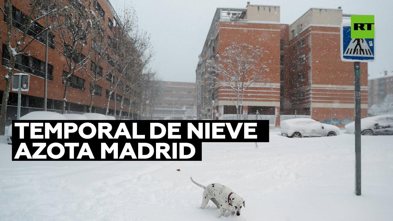 Download Nevadas paralizan el aeropuerto de Madrid y más de 400 carreteras en España
