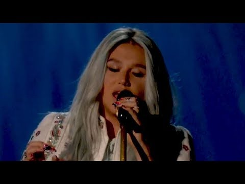 "Kesha Performs ""Praying"" For FIRST Time Live & It's Incredible"